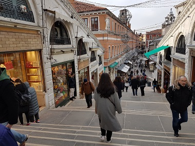 Shopping on the Rialto Bridge
