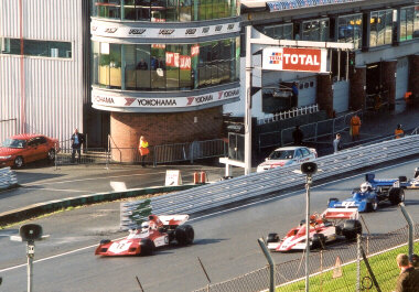 Brands Hatch - Start/Finish Line (courtesy [[mailto:ray.ko@mailcity.com|Raymond Ko]])