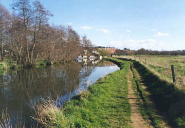 Wey Canal (outside of Farncombe)